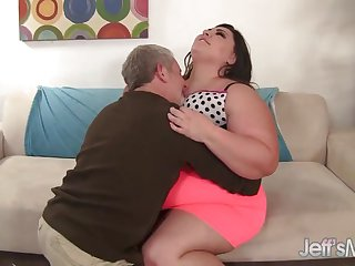 Fat whore Bella Bendz gets her pussy pounded