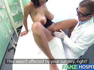 FakeHospital - Doctors turn to get his hands