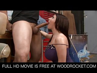 Big Tit Sophie Dee screws mechanic for a part